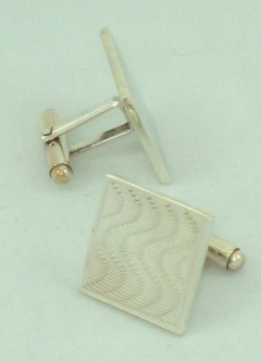 Cufflinks (Square Wave)